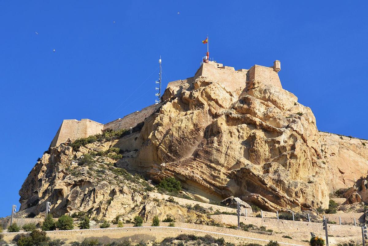 Moorish face on Benacantil Mountain, Alicante - Valencia region surprising facts
