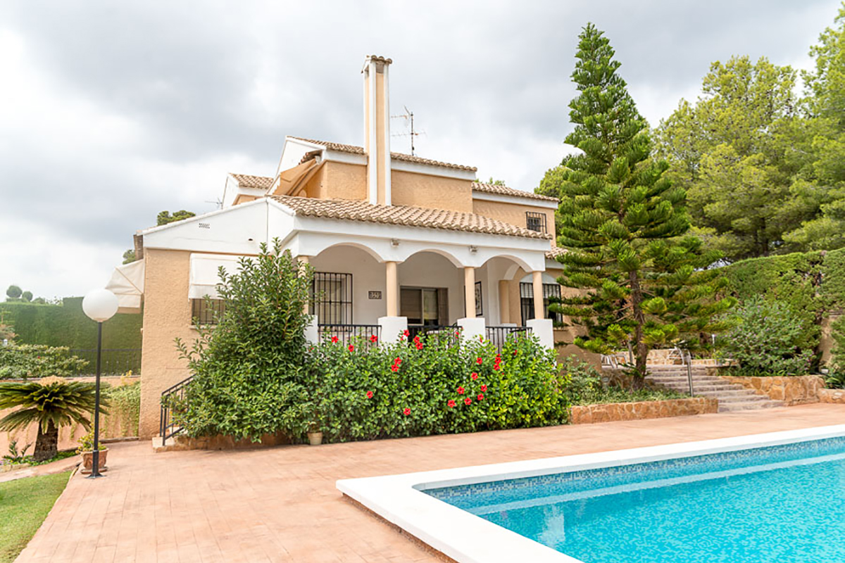 Found valencia is offers a fine villa in naquera valencia for Villas valencia