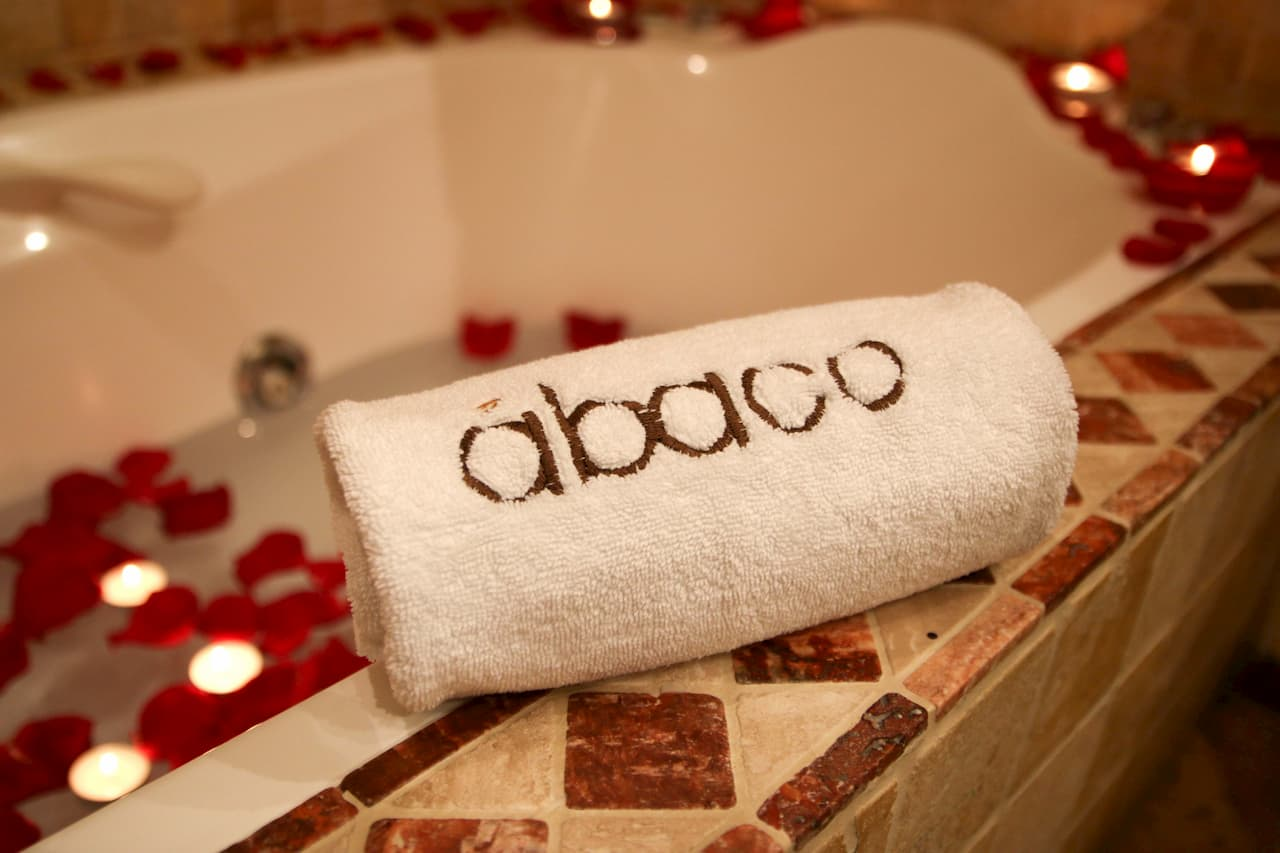 The Ábaco hotel offers romantic details for you and your partner