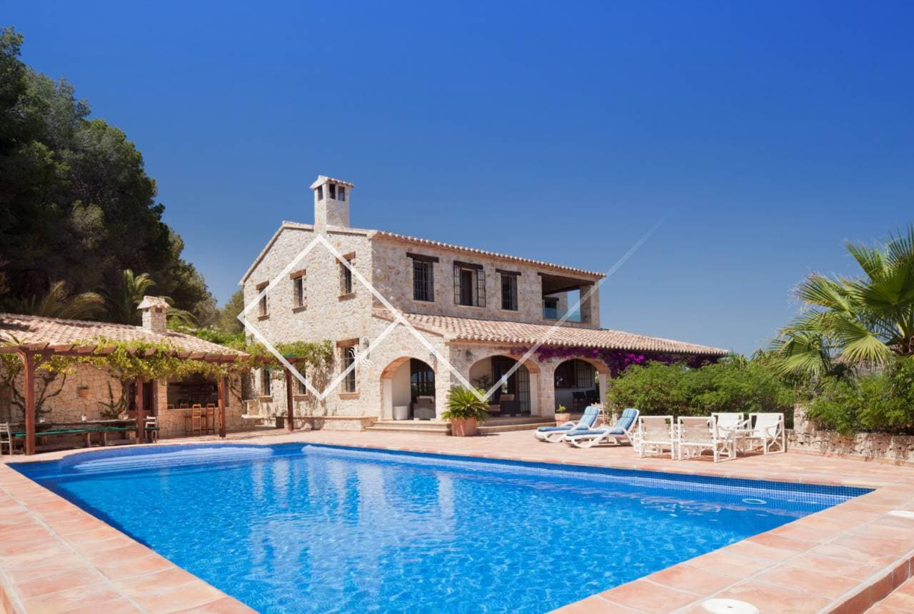 Where to look for a rustic property in Benisa