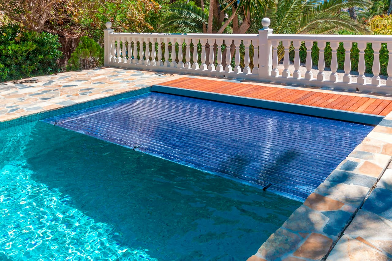 Automatic swimming pool covers: The perfect solution to ...