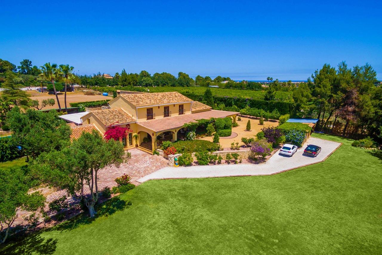 Luxury villas on the Costa Blanca