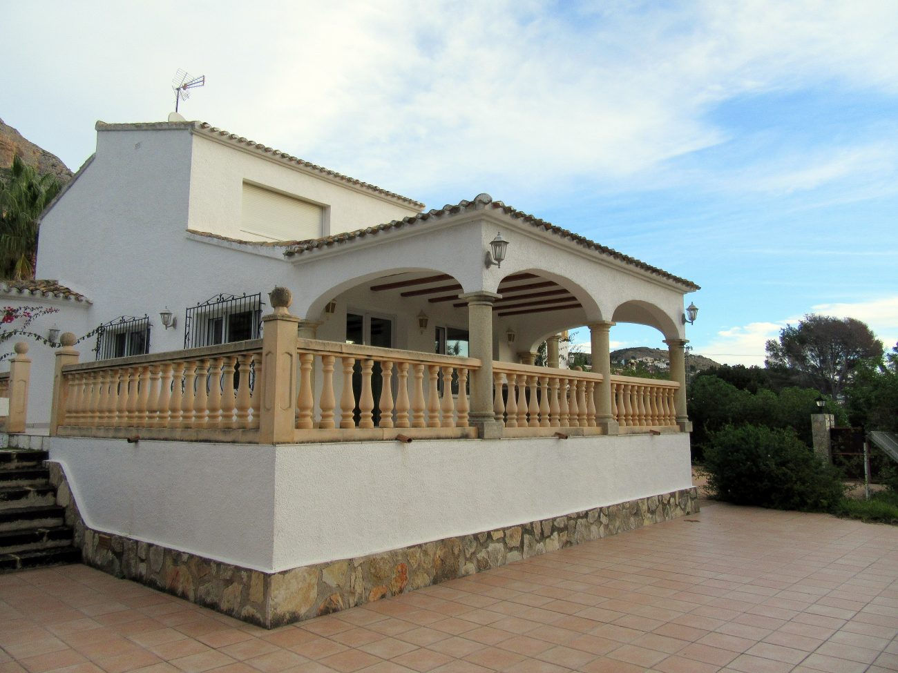 Xàbiacasa offers you this house located in a popular area of Jávea